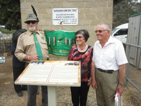 The plaque unveiled - the man on the right in Alvine Crespan who built the extension to the Ossario